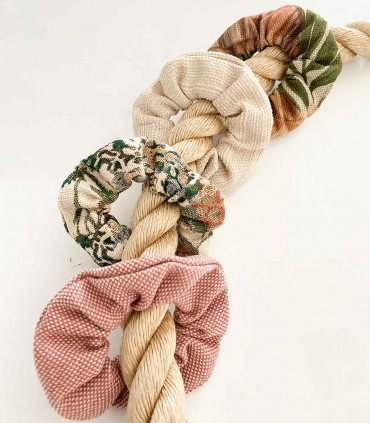 Tkaninowa gumka do włosów zero waste, w kwiaty