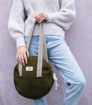 """Okrúhla taška """"MOON BAG"""" vyrobená z eko semiša, zelená"""