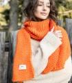 Długi szal z grubym splotem w kolorze pomarańczowym