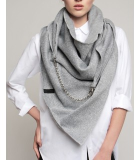 Knitted scarf with decorative chain